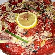 Ресторан Eslava. Карпаччо из говядины с оливками, зеленым перцем и дижонской горчицей
