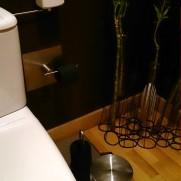 Ресторан Sabores do Chef. Черная туалетная бумага