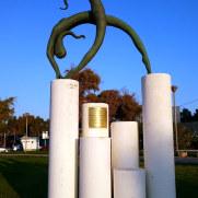 Скульптура в новом порту Ираклиона. Крит, 2015