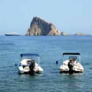 Островки около Панареа. Липарские острова. Италия. 2015