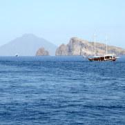 Спиназола, Базилуццо и Стромболи вдали. Липарские острова. Италия. 2015