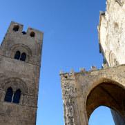 Кафедральный собор в ясную погоду. Эриче. Сицилия. 2015