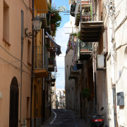 На улицах города Чефалу. Сицилия, 2015