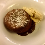 Ресторан Antique. Десерт. Шоколадный фондан
