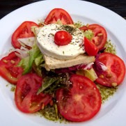 Ресторан Ramus. Салат с козьим сыром