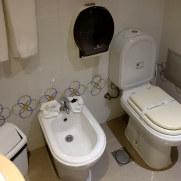 Ванная. Пансион Salgueiro. Порто Мониш, Мадейра, 2016
