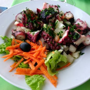 Салат с осьминогом. Ресторан Salgueiro. Порту Мониш, Мадейра, 2016