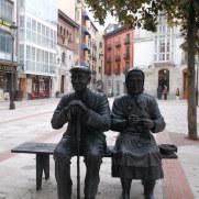Бронзовая статуя на улице Бургоса. Испания, 2010