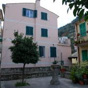 Одно из зданий. Locanda ca dei duxi. Риомаджоре, Италия, 2011