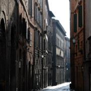 На улицах города. Сиена, Италия, 2011