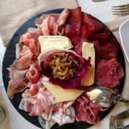 Ассорти региональных сыров и колбас. Ресторан Il Portico. Стреса, 2018