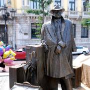Скульптура туриста, Овьедо, Испания, 2011