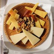 Сырная тарелка. Ресторан Ca`n Bernat. Мальорка, 2019