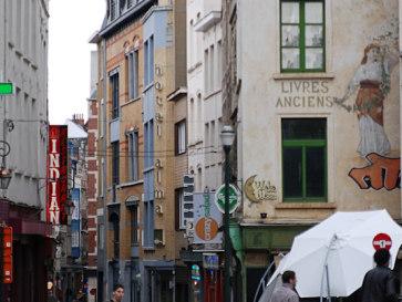 Брюссель. Надпись на доме