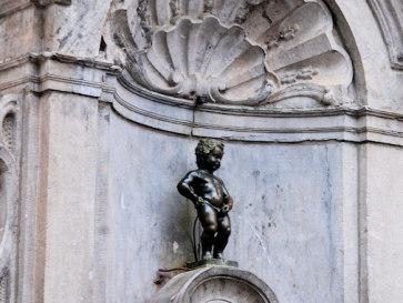 Брюссель. Писающий мальчик