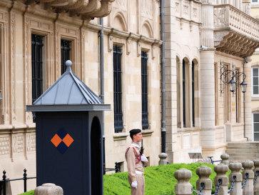Люксембург. Часовой у дворца Великих Герцогов