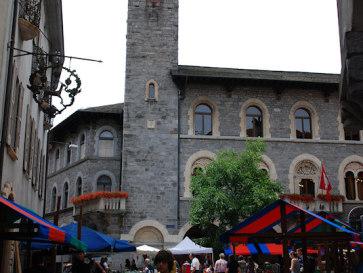 Беллинцона. Башня Городского Дворца