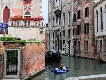 Венеция. Двое в лодке