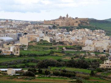 Вид на Викторию и Иль Кастель из Шагры. Гозо, Мальта