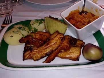 Ресторан Alcides. Филе трески с луковым соусом