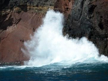 Волны. Остров Дезерта Гранде. Мадейра, 2015