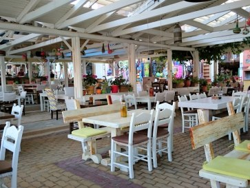 Ресторан Porto Parasiris. Интерьер веранды