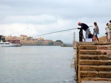 Рыбак и маяк. Ханья, Крит. 2015