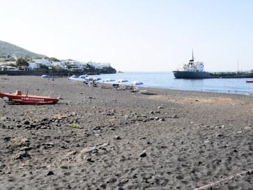Пляж Ficogrande. Стромболи. Италия. 2015