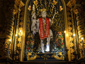 Статуя Сан Бартоломео в кафедральном соборе. Липари. Италия, 2015