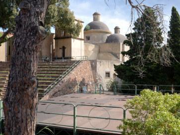 Амфитеатр и церковь Maria SS delle Grazie. Липари. Италия, 2015