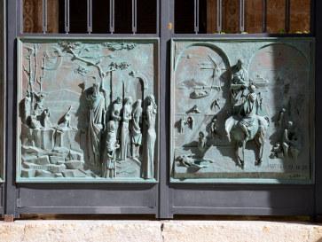 Ворота кафедрального собор в Трапани. Сицилия, 2015