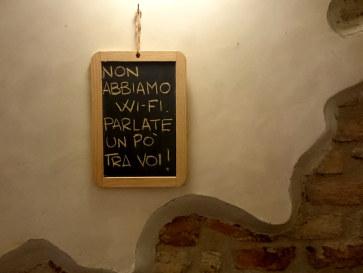 Пиццерия La Scaletta. WiFi нет - общайтесь друг с другом!