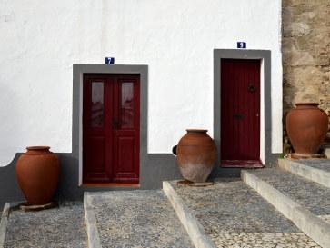 Двери и кувшины. Серпа. Португалия, 2016