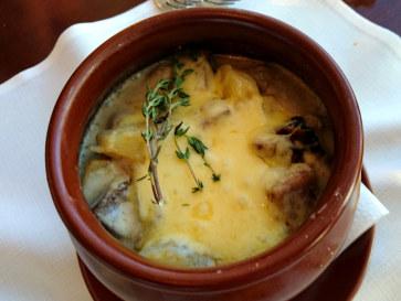 Ресторан Plaza. Говяжий язык с картофелем в сырном соусе
