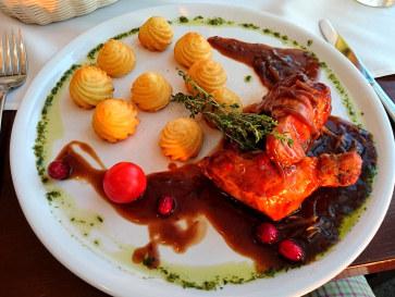 Ресторан Plaza. Филе свинины с картофельным дюшесом и яблочно-клюквенным соусом