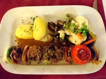 Говядина на шпажке. Ресторан Las Viandas. Фуенхирола, 2017
