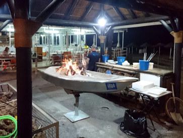 Приготовление рыбы. Ресторан La Caracola. Фуэнхирола, 2017
