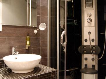 Номер 221. Ванная. Nastasibasic Zgz Hotel. Сарагоса, Испания, 2011