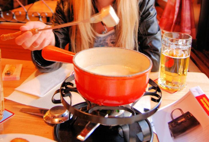 Швейцарское фондю в ресторане Matza (Бриг)