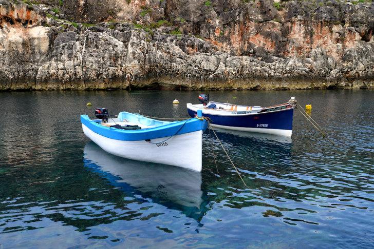 Лодки для экскурсии в Глубой грот