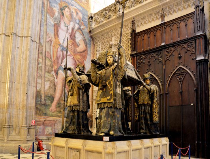 Севилья. Кафедральный собор. Саркофаг Колумба