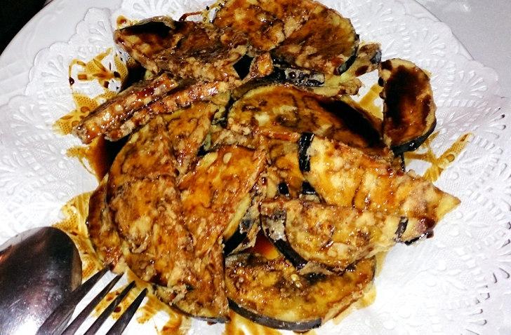 Ресторан Charolais. Жареные баклажаны в медовом соусе