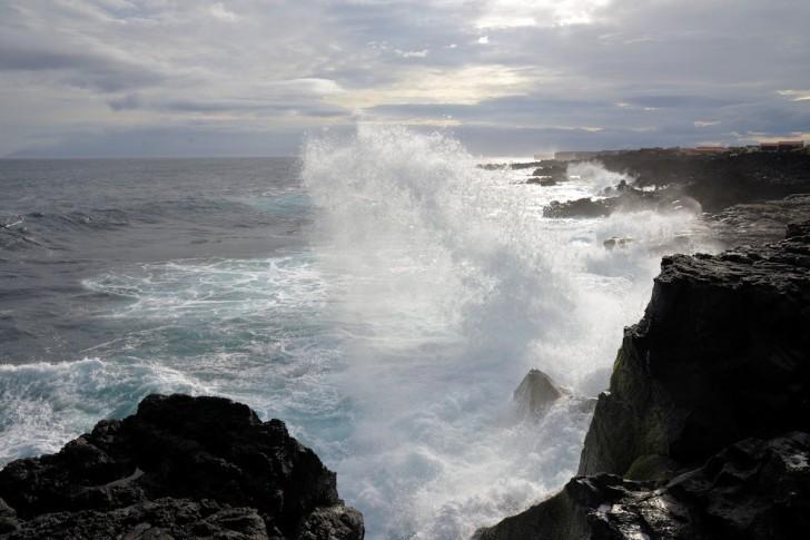 Остров Пику. Волны и брызги
