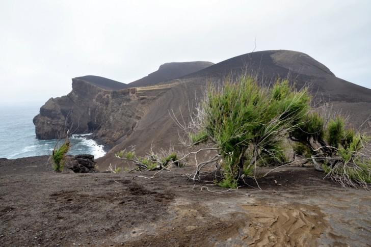 Вулкан Капелиньуш. Остров Фаял. Азоры