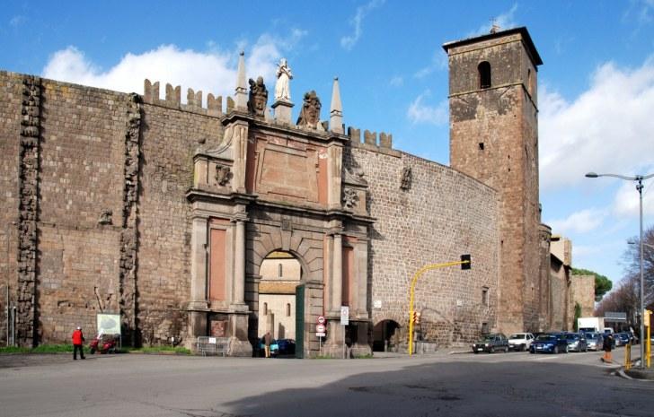 Римские ворота. Витербо. Италия, 2010