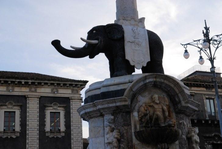 Лиотру - фонтан со слоном. Катания. Сицилия, 2010