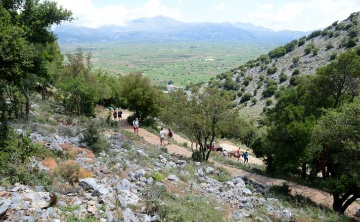 Вид на плато Ласити с дороги в Диктеонскую пещеру, крит, 2015