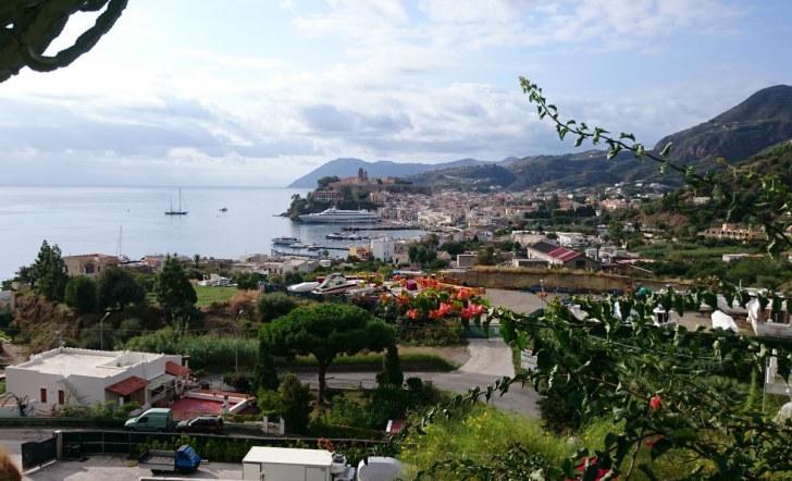 Вид на город Липари. Италия, 2015