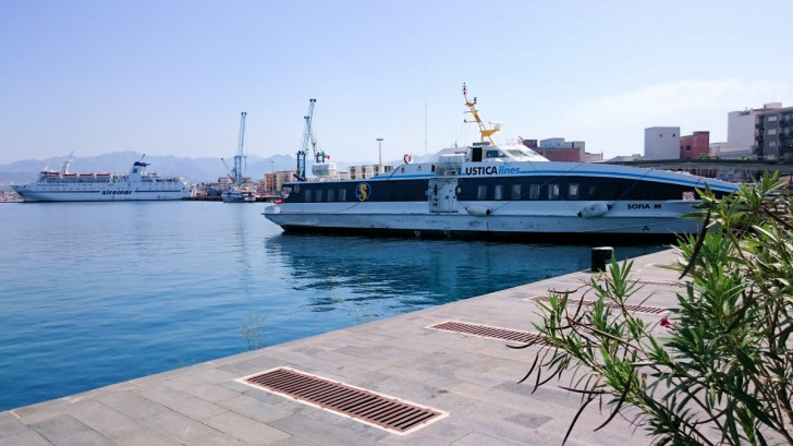 Пассажирский порт в Милаццо. Сицилия, 2015