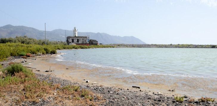 Солёное озеро в Лингве. Остров Салина. Италия, 2015